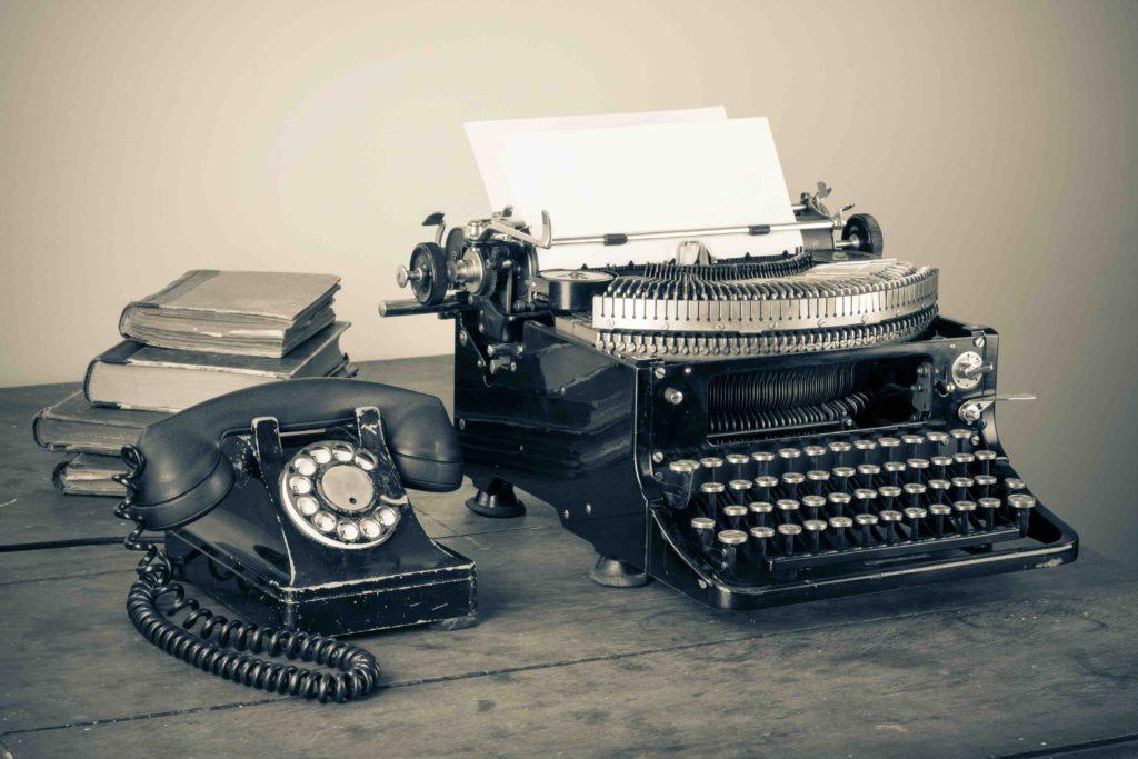 Uitgeverij De Biograaf voor het laten schrijven van biografie - foto nostalgische typmachine -